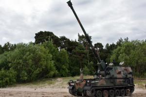 Rosjanie oszczędzają i testują kołowa wersję haubicy