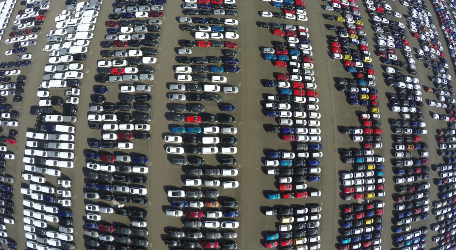 Polityka klimatyczna połknie połowę zysku firm motoryzacyjnych
