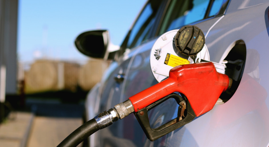 Na stacjach paliw wakacyjny spokój cenowy