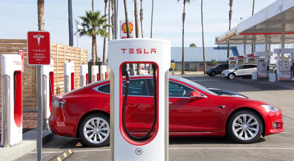 Tesla rozwija sieć salonów i serwisów w Chinach