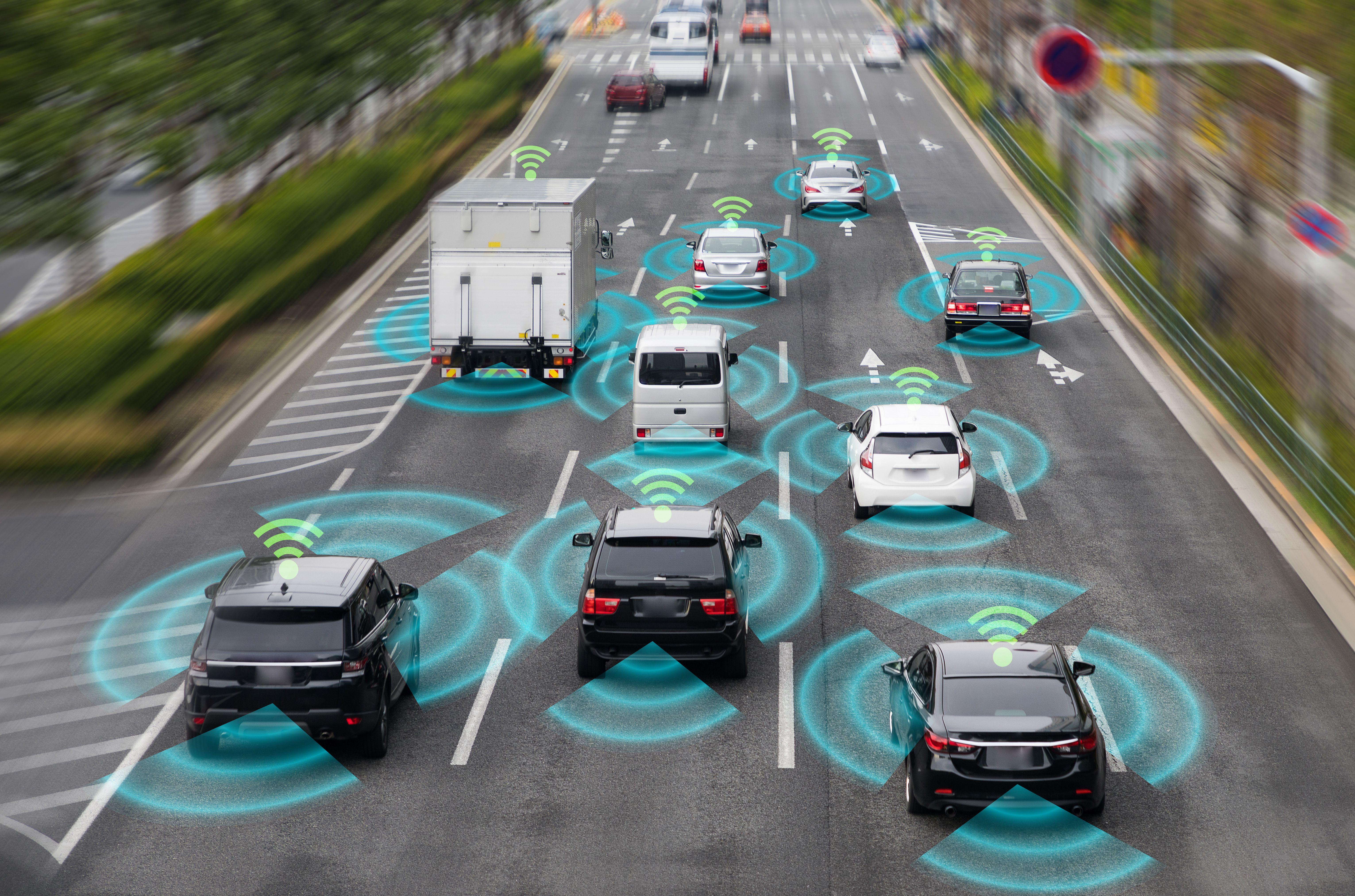 Z sieci 5G mają korzystać m.in. samochody autonomiczne (fot. Shutterstock)