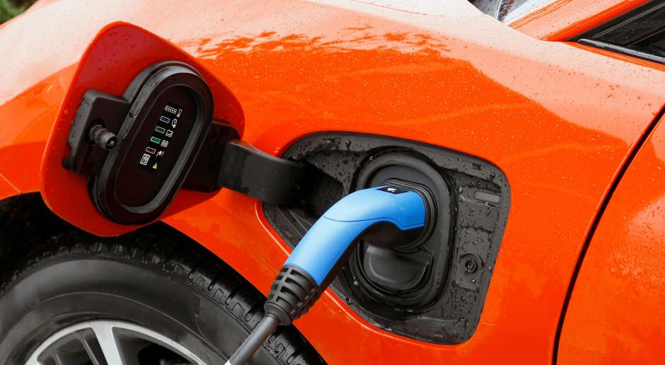 PSPA za 100-proc. odliczeniem VAT od zakupu aut elektrycznych