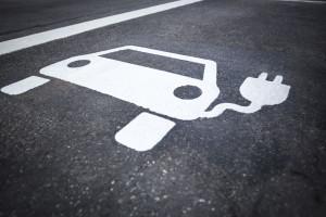 Rośnie liczba stacji paliw i ładowarek do aut elektrycznych