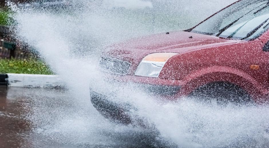 Włochy: Trzy osoby zginęły w powodzi po ulewach na Sardynii