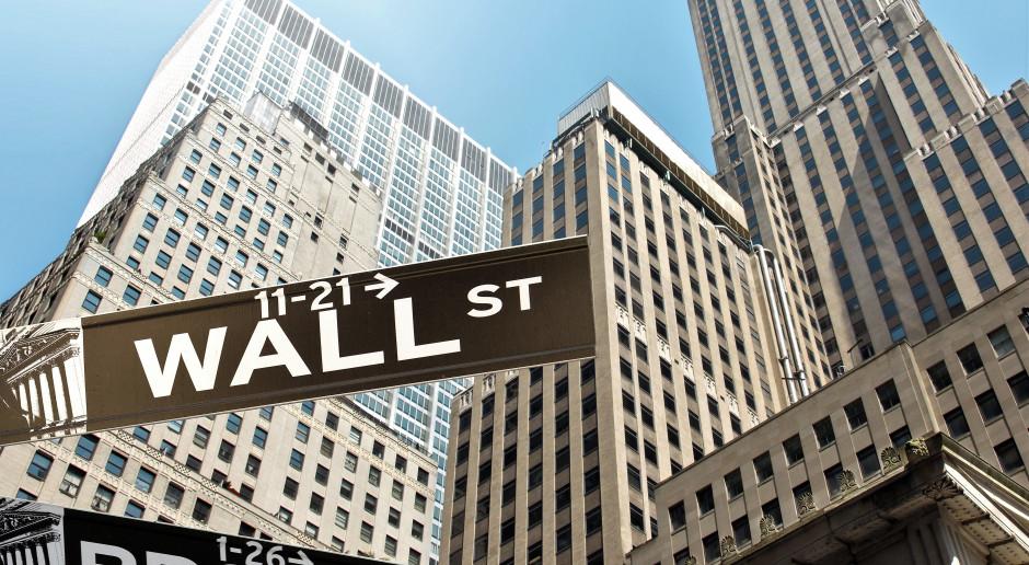 Spadki i atmosfera wyczekiwania na Wall Street