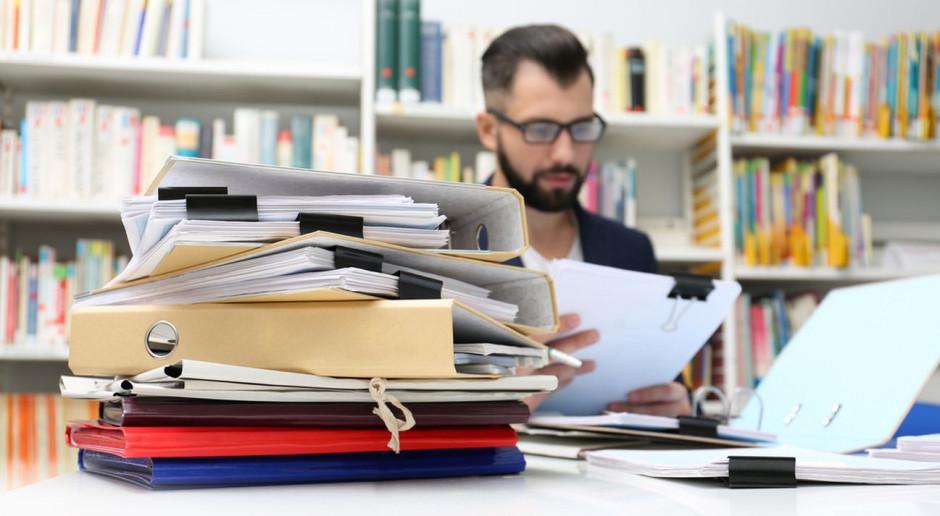 1/3 pracujących realizuje dodatkowe zlecenia po godzinach