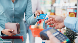 Podczas pandemii prawie połowa klientów ograniczyła płatności gotówką