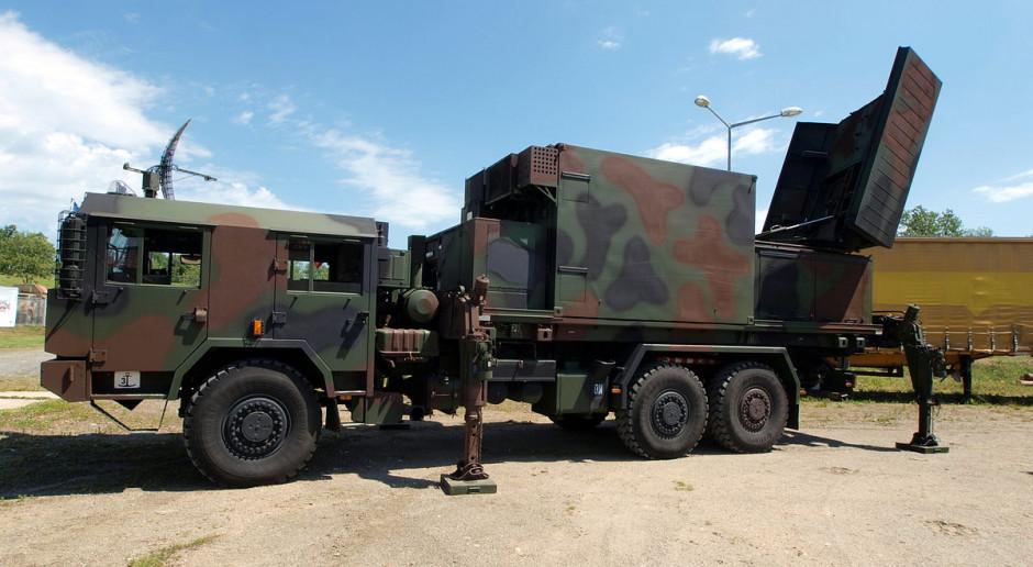 Wojsko kupi radary pola walki. Dostrzegą żołnierza z 10 km, a czołg z 24 km