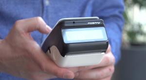 Gotówka w odwrocie. Polacy coraz częściej używają kart płatniczych