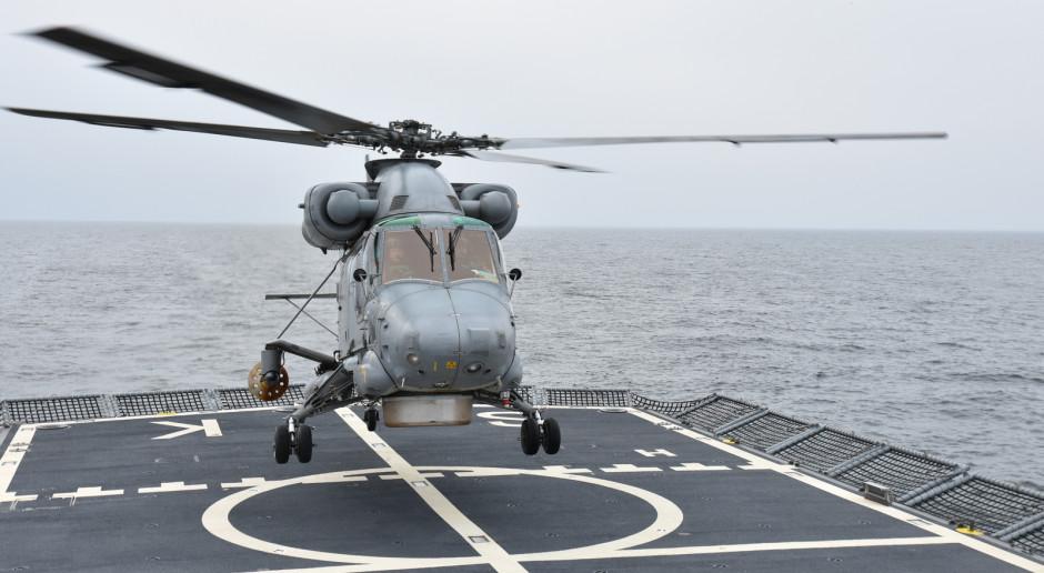 Pierwsze w historii lądowanie śmigłowca na polskim okręcie klasy korweta