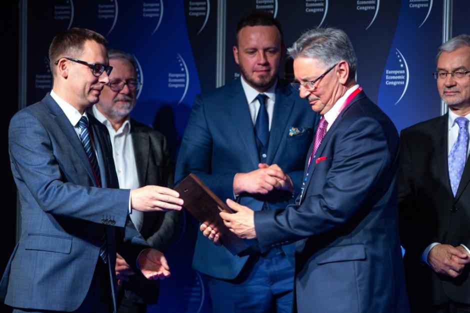 Firma Toruńskie Zakłady Materiałów Opatrunkowych (TZMO) otrzymała wyróżnienie za zbudowanie silnej pozycji za granicą z wykorzystaniem innowacyjnych produktów trafiających w zróżnicowane oczekiwania odległych rynków.