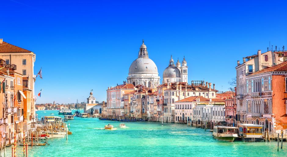 Wielki wycieczkowiec uderzył w inny statek w Wenecji