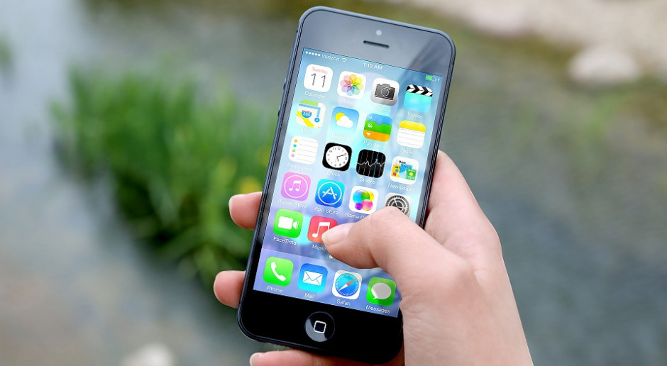 Smartfon wyprzedza telewizję. Po raz pierwszy w historii