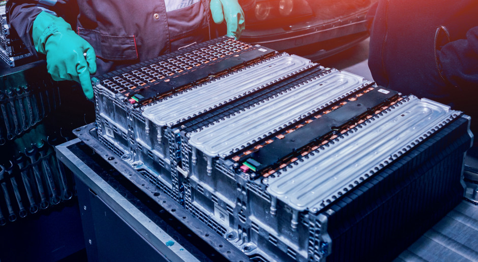 Potentaci chcą zarobić na recyklingu baterii samochodowych
