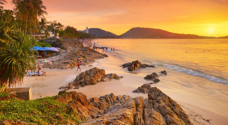 Tajlandia: Ponad 99 proc. turystów mniej niż przed rokiem, niepewność w związku z trzecią falą zakażeń