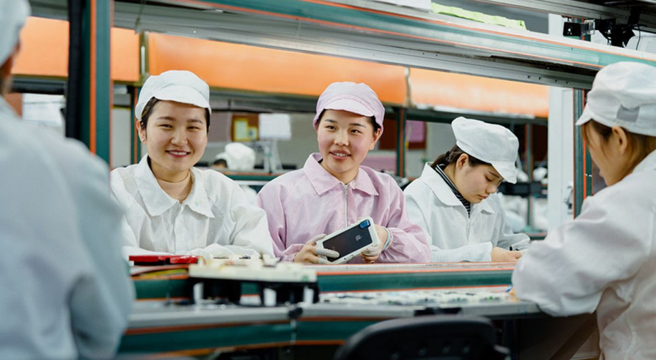 Apple, wbrew Donaldowi Trumpowi, przenosi produkcję do Chin