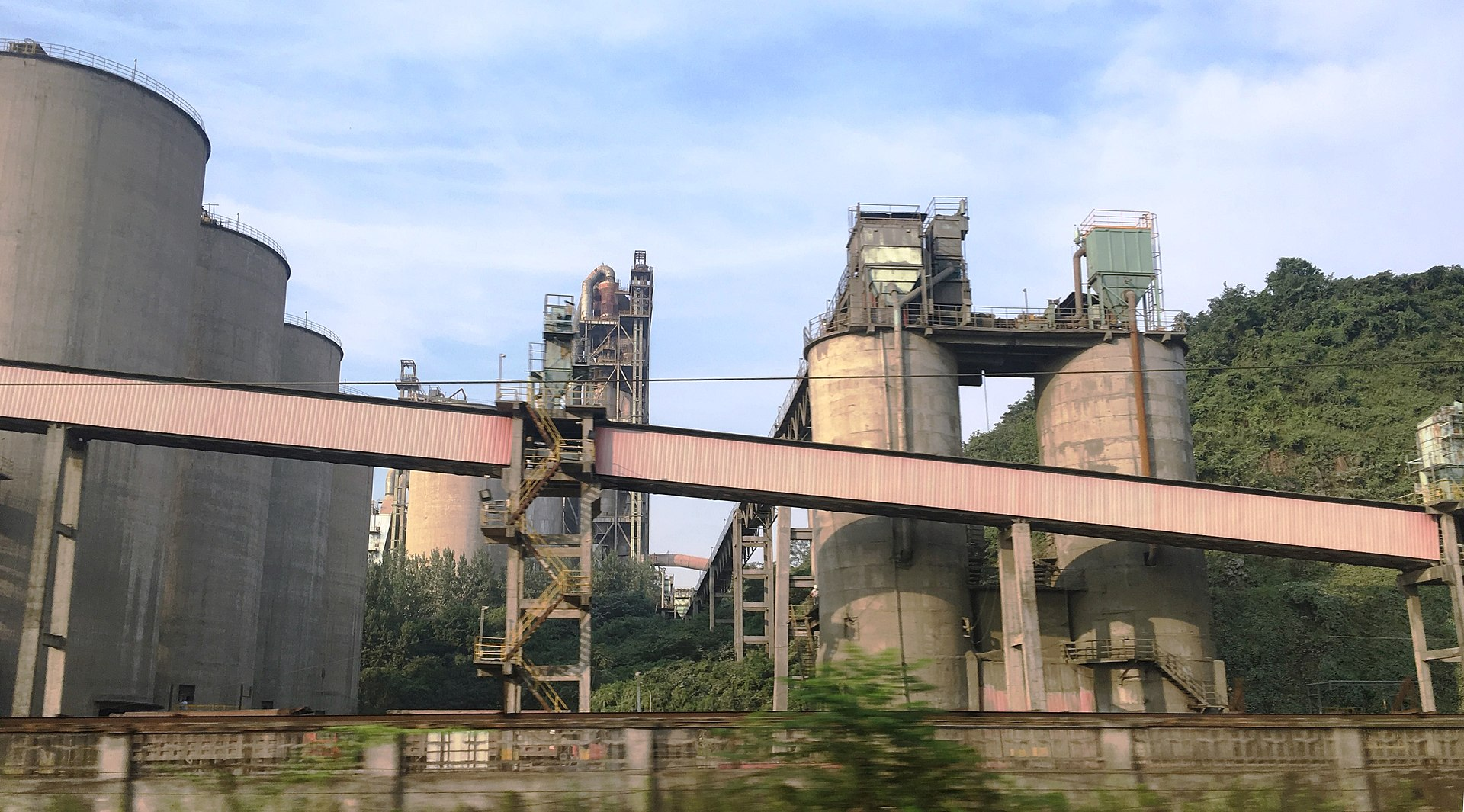 Sektor cementowy chcąc wypełniać wymagania klimatyczne, podejmuje działania związane z wychwytywaniem i magazynowaniem (CCS) i wykorzystywaniem (CCU) CO2. (fot. mat.pras.)