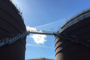 Umowa płockiego Mostostalu na montaż wielkiego zbiornika