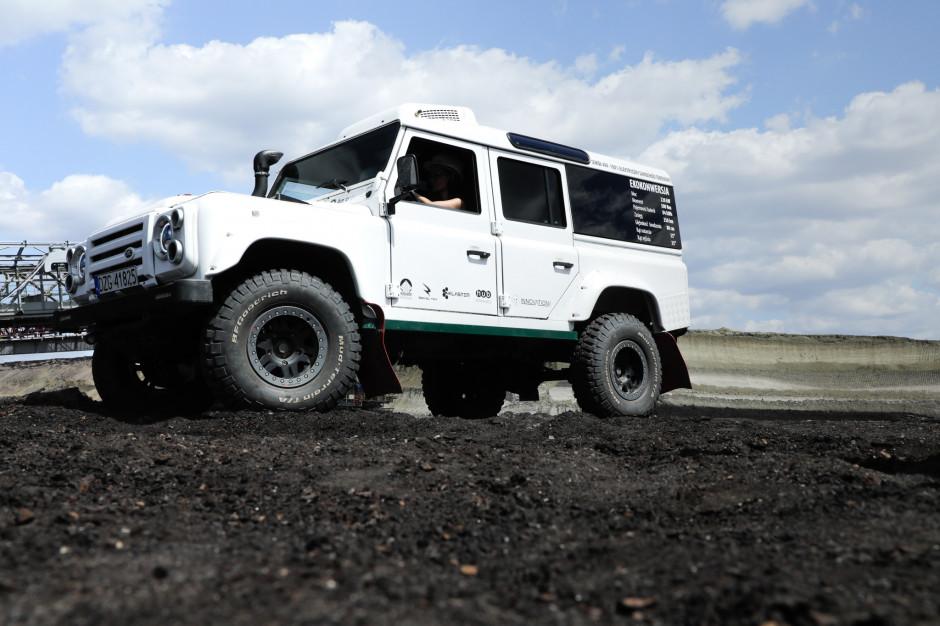 W kopalni Turów trwają testy samochodu terenowego na bazie Landrovera Defender o elektrycznym układzie napędowym. Fot. Mat. pras.