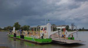 Niski stan wody wstrzymał przeprawy promowe na Odrze