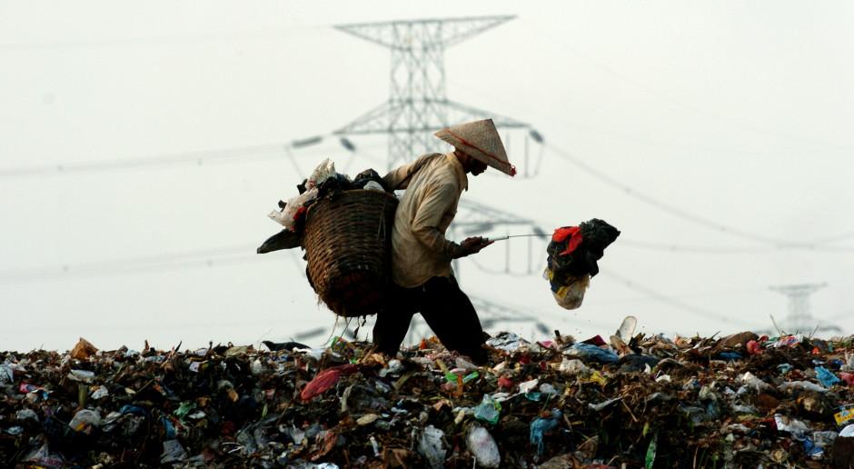 #TydzieńwAzji 26: Globalny problem - gdzie wylądują toksyczne śmieci?