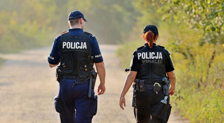 Policyjna łączność na granicy prawa