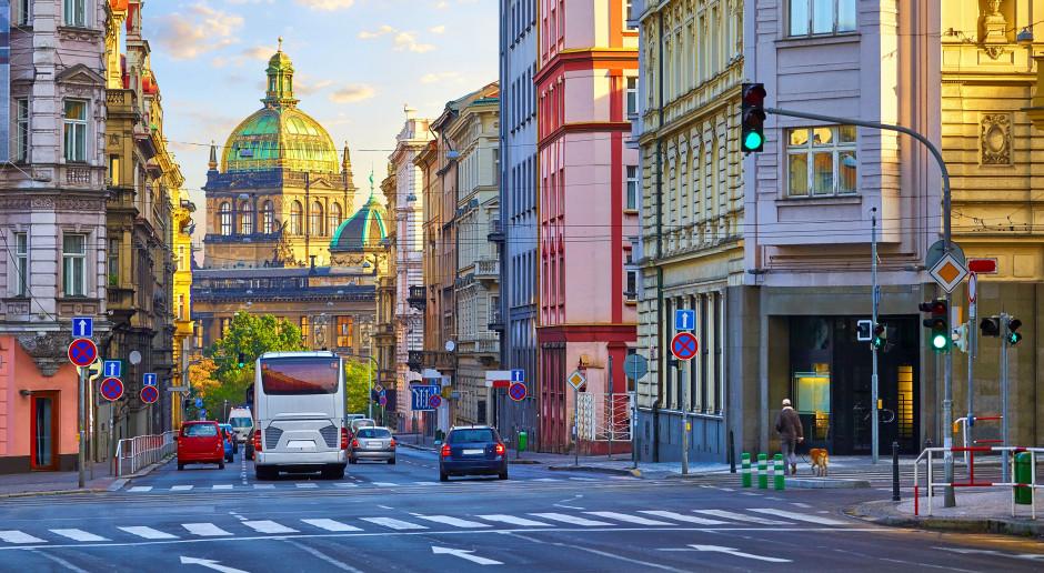 Czechy: Policja uniemożliwiła protesty. Zatrzymano posła sprzeciwiającego się noszeniu masek