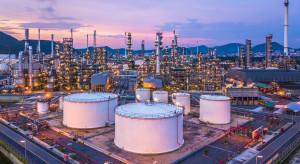 Ceny ropy w USA wahają się, w tle napięcia USA-Chiny i obawy o odbicie w USA