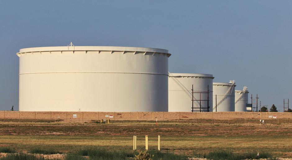 Ceny ropy spadają. Producenci mają problemy z zapasami