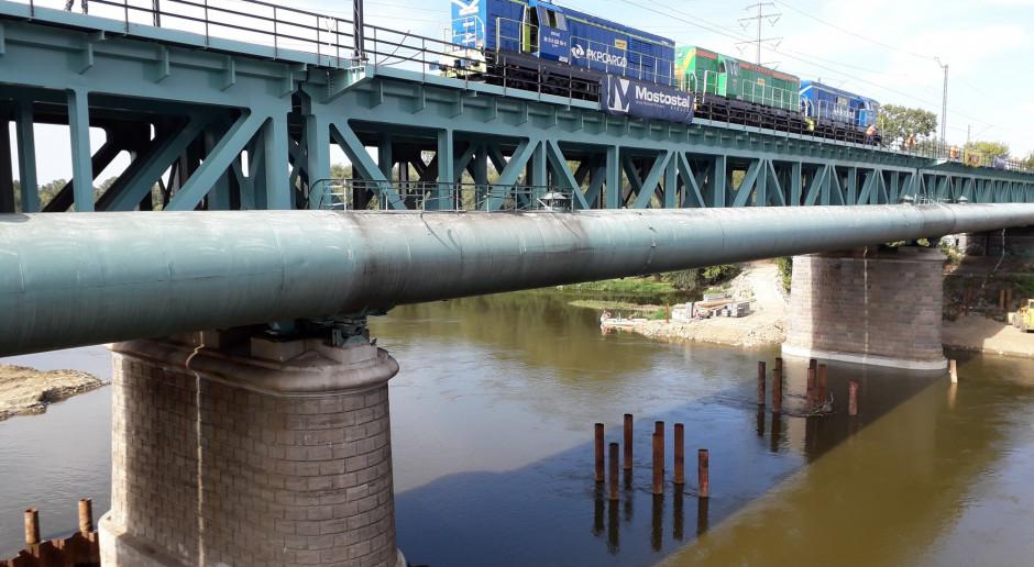 Lokomotywy sprawdziły warszawski Most Gdański
