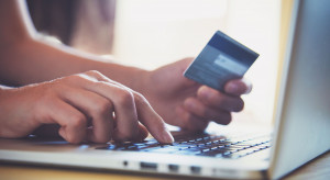 Większość Polaków obawia się utraty danych osobowych w internecie