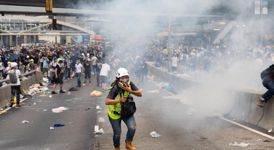 Gorąco w Hongkongu, policja użyła gazu łzawiącego