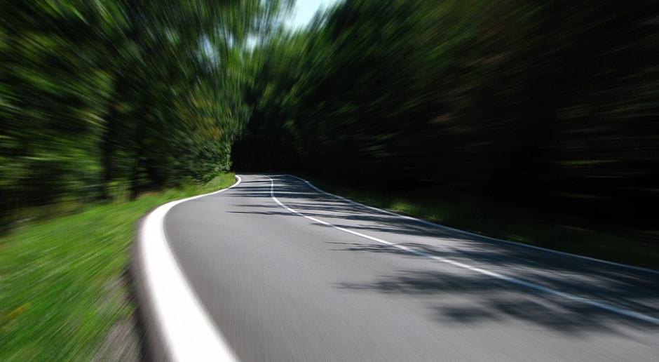 Przekroczył dozwoloną prędkość o prawie 100 km/h