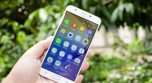 Polacy kupują coraz więcej smartfonów. Samsung wraca do łask