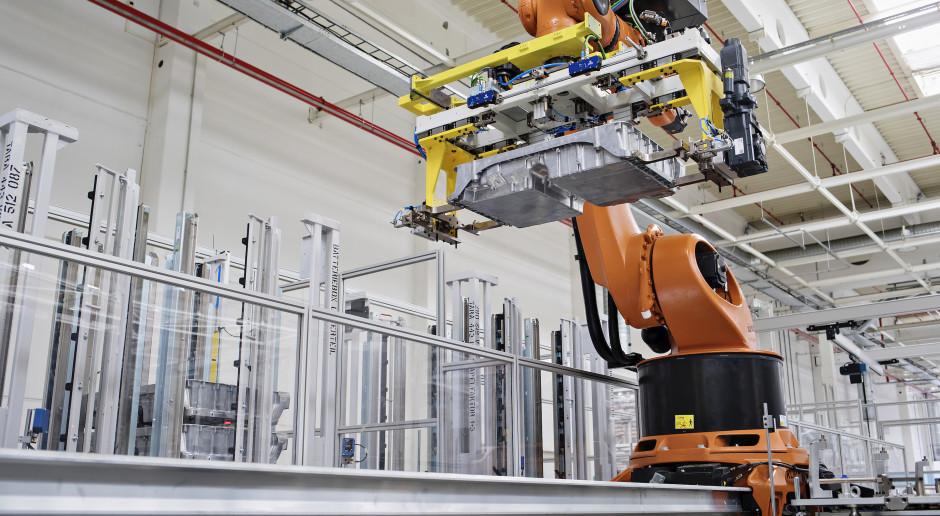 Tesla buduje fabrykę baterii samochodowych