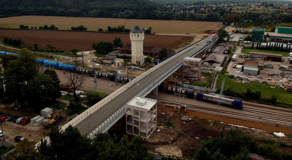 Zakończyła się budowa wiaduktu nad linią kolejową w Krzeszowicach