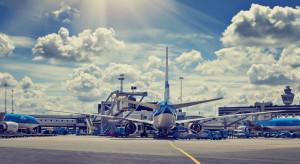 Linie lotnicze radzą pasażerom… jechać koleją. Znamy powód