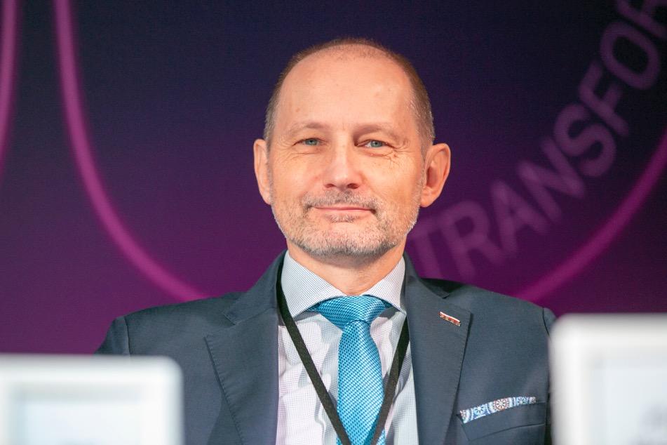 Zdaniem Grzegorza Należytego, członka zarządu Gas and Power Siemens kurs na OZE jest o tyle korzystny, że uwalnia branże od dwóch czynników ryzyka biznesowego – cen paliwa i cen uprawnień do emisji CO2.