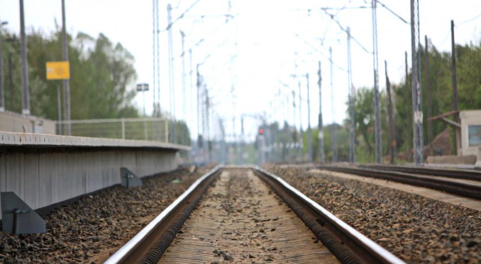 Kolejowy wieniec wokół Warszawy urośnie