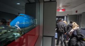 Skażone jedzenie w samlotach? Linie lotnicze ostrzegają, że mogło do tego dojść