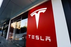 Tesla podniosła zamówienia na baterie, LG Chem zwiększa produkcję