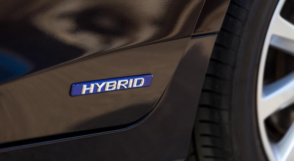 Mercedes i BMW chcą spełnić normy emisji CO2 dzięki hybrydom