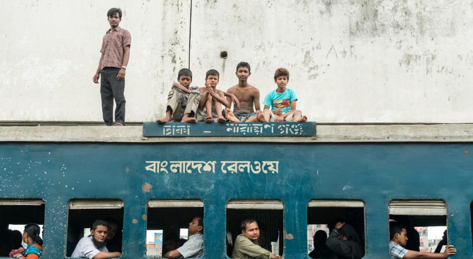 Bangladesz: Co najmniej 26 pasażerów zginęło w katastrofie promu