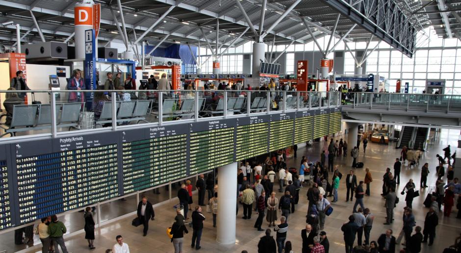 Na warszawskim Lotnisku Chopina akcja służb po alarmie bombowym