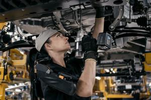 Koncern motoryzacyjny zamyka fabryki. Pracownicy reagują blokadą dróg