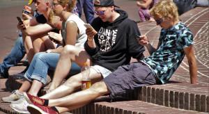 Dzieci uzależniają się od smartfonów. Alarmująca statystyka