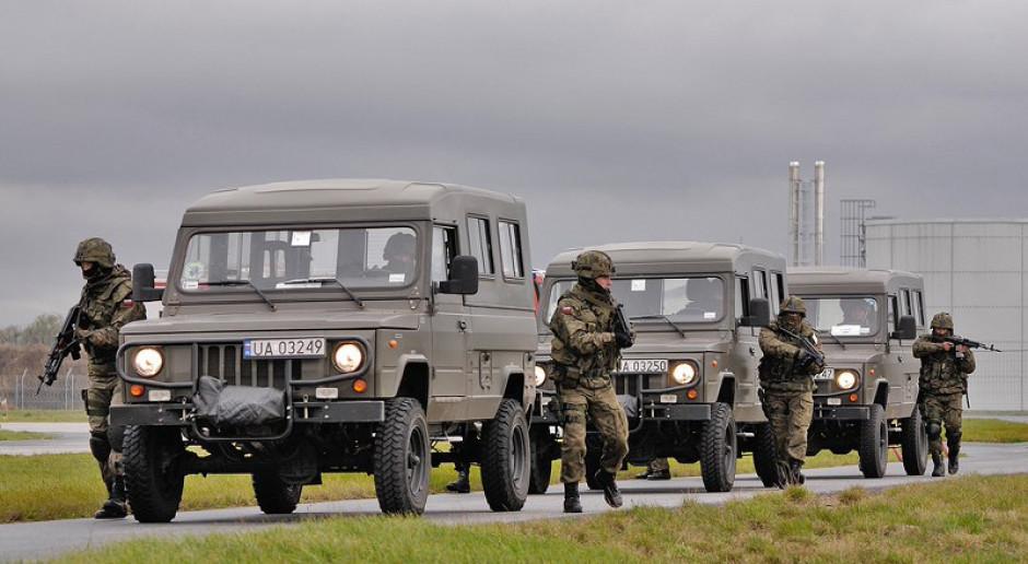 Wojsko ma tylko cztery tygodnie na zakup terenówek. Do wyboru są Nissany i Fiaty Chryslery