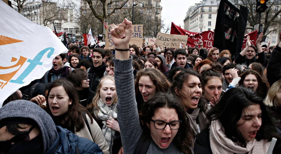 """Francja: Starcia z policją podczas marszu przeciw ustawie o """"globalnym bezpieczeństwie"""""""