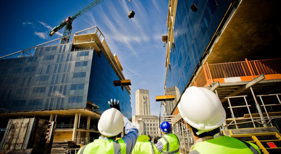Mimo pandemii budownictwo zatrudnia, choć ostrożniej