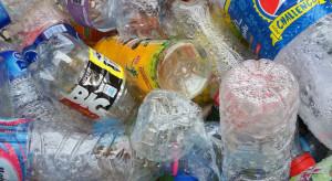 Firma z Dżakarty przetwarza plastik na kostkę brukową